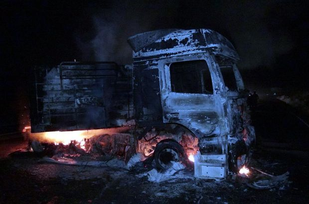 Kömür yüklü kamyonu ateşe verdiler