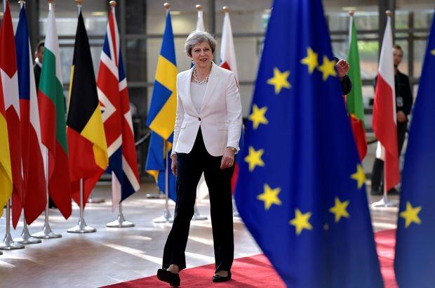 İngiltere'den AB vatandaşlarına 5 yıl ikamet şartı!