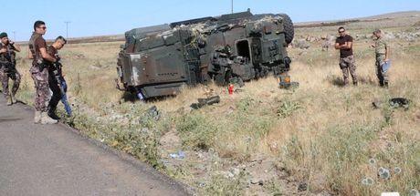 Diyarbakır ve Trabzon'da polis araçları kaza yaptı