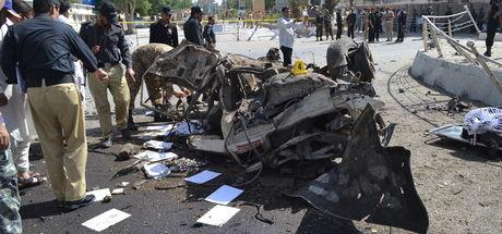Pakistan'da bomba yüklü araçla saldırı: 11 ölü