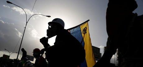 Venezuela'da öfke dinmiyor! Ölü sayısı 76'ya çıktı...