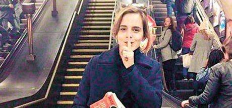 Emma Watson kitap dağıtıyor!