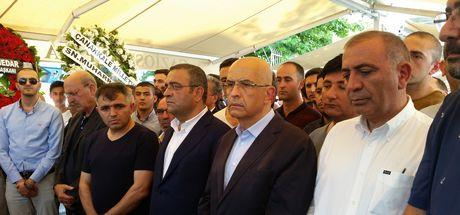 Enis Berberoğlu cenazeye katılmak üzere Maltepe Cezaevi'nden ayrıldı