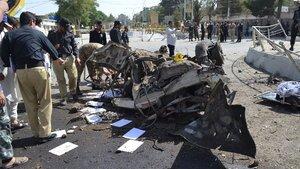 Pakistan'da bomba yüklü araçla saldırı: 25 ölü!