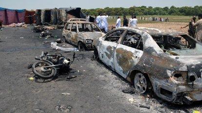 Pakistan'da tanker patladı: 123 ölü, 76 yaralı