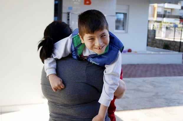 Fedakar annenin engelli oğlu için sardığı yapraklar, engelli annelerine ilham oldu!