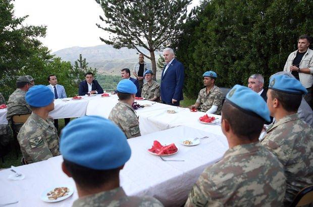 Başbakan'dan komando timine ziyaret