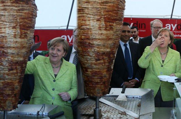 Merkel'den döner şov!