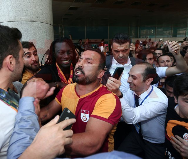 Galatasaray'ın yeni golcüsü Gomis İstanbul'da!