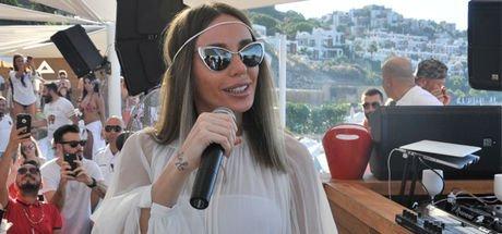 Ünlü şarkıcı Gülşen'e zabıta şoku!