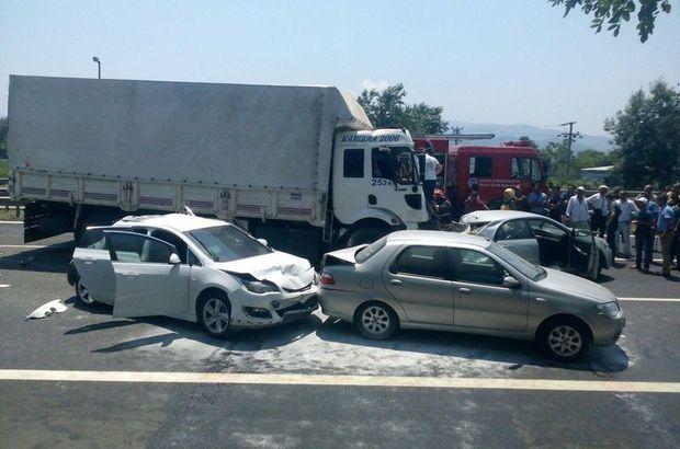 Sakarya'da, TEM'de zincirleme kaza! Yaralılara müdahale ediliyor