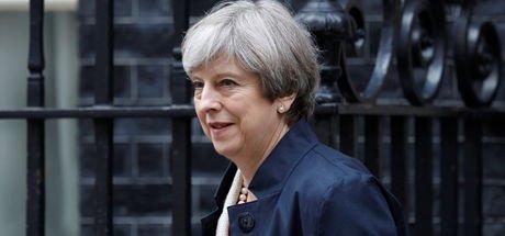 İngiltere Başbakanı Theresa May'in partisi güvenoyu aldı