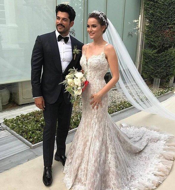 Burak Özçivit ile Fahriye Evcen'in düğününe katılan ünlü isimler
