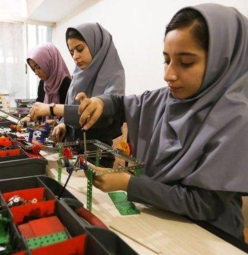 Robot yapan Afgan kızlar ABD'ye gidemedi, robotları gitti!