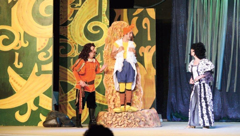 Çocuklara yıldızlar altında tiyatro keyfi