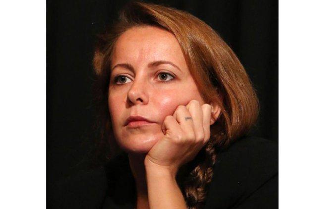 Vildan Atasever, Karaköy'de ortaya çıktı