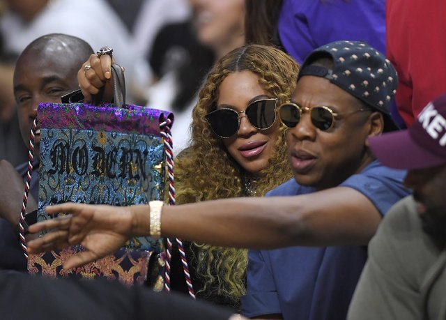 Beyonce ikiz bebekleriyle fotoğrafını paylaştı