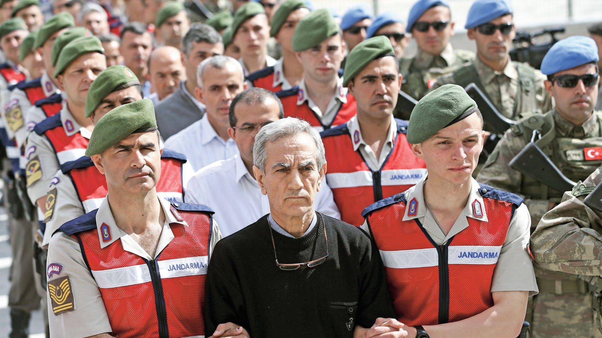 Darbe girişimi sonrası 13 bine yakın gözaltı, 5 bini aşkın tutuklu