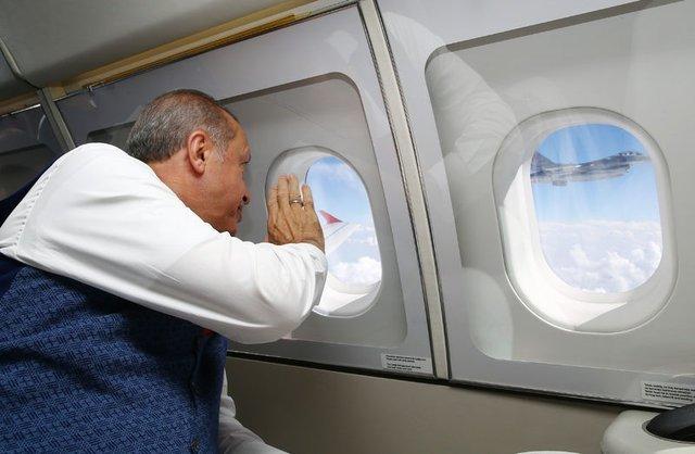 Cumhurbaşkanı Erdoğan İstanbul'a gelirken böyle selamlandı