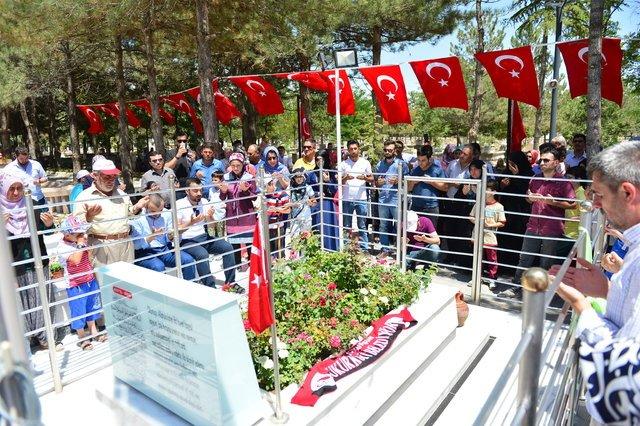 Ömer Halisdemir'in Niğde'deki kabrine ziyaretçi akını devam ediyor