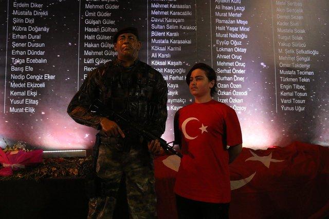 Taksim'de Şehit Ömer Halisdemir kuyruğu!