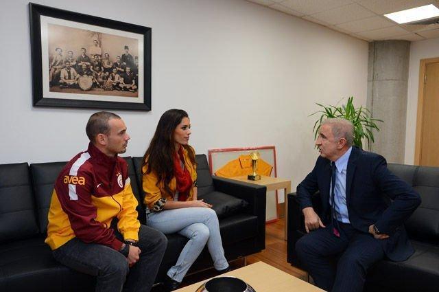 Ünal Aysal, yönetimi Sneijder'la ilgili eleştirdi!