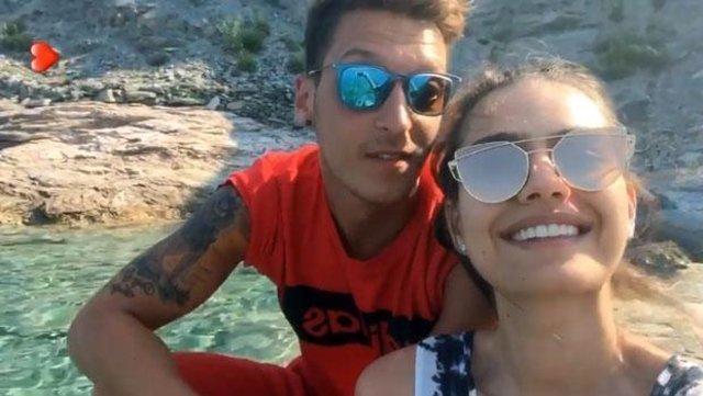 Amine Gülşe, Mesut Özil'in yatak odasına el attı