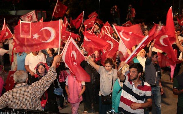 Vatandaşlar 81 ilde 'demokrasi nöbeti'nde