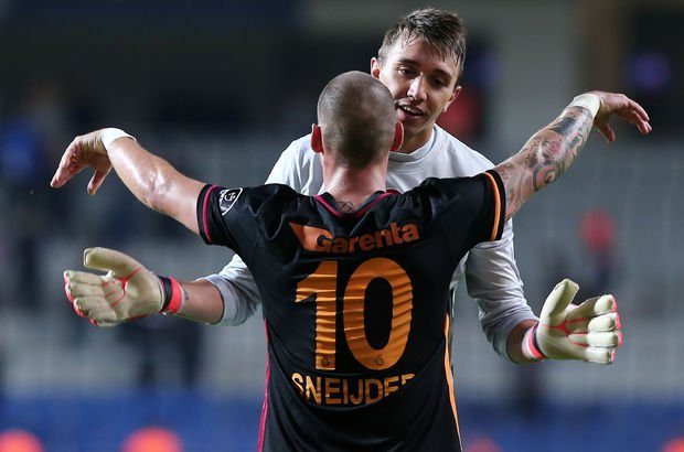 Sneijder ve Semih Kaya'ya veda mesajı