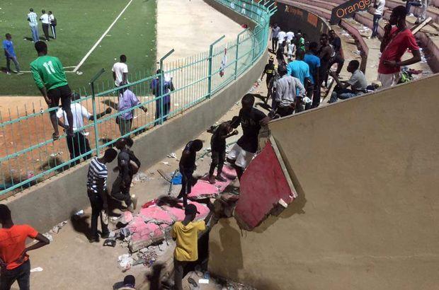 Senegal Stadyum çöktü