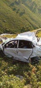 Otomobil uçuruma yuvarlandı: 4 ölü