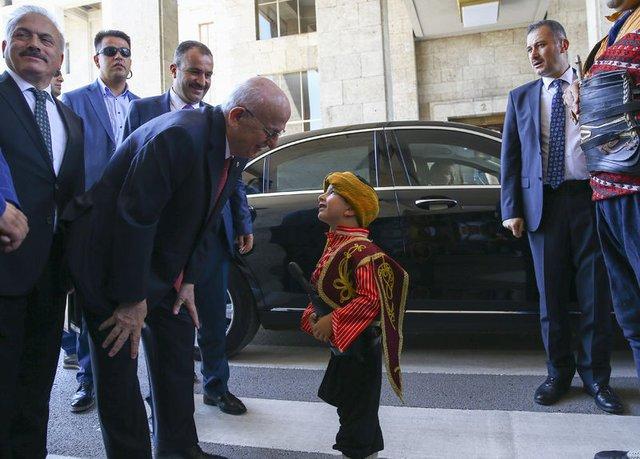 TBMM Başkanı İsmail Kahraman 'seymen' kıyafeti giydi