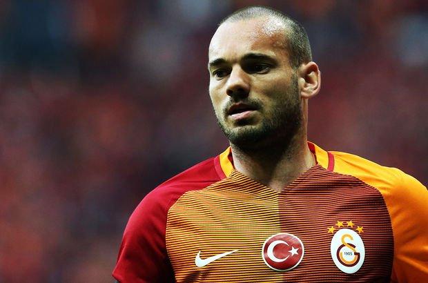 """""""Sözde Galatasaray'ın futbolcusu, özde Sneijder'ın askeri"""""""