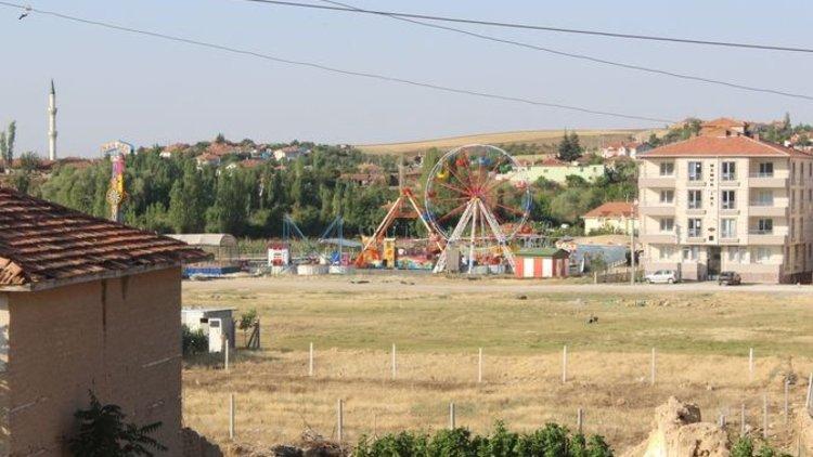 Kırşehir'de Lunapark'ta 'Elma Kurdu' isimli oyun treni belirlenemeyen nedenden dolayı raydan çıkarak devrildi. Olay sonrası lunapark faaliyeti durduruldu.