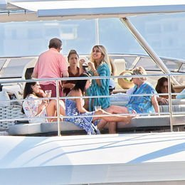 Teknede yemek daveti