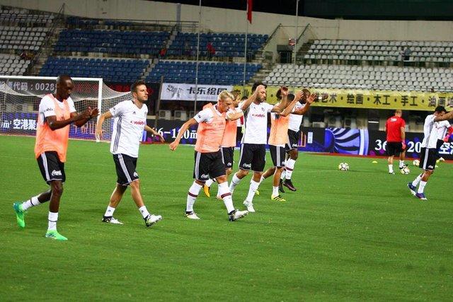 Beşiktaş: 2 - Schalke: 3 - Maç sonucu | Beşiktaş Hazırlık maçında Schalke'ye 3-2 mağlup oldu