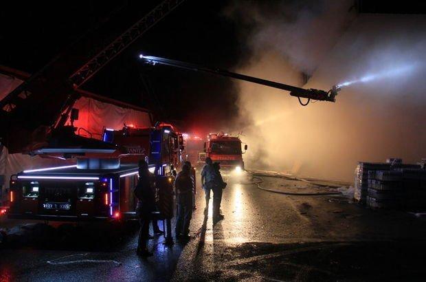 Toptancıda çıkan yangın'da 4 milyon liralık maddi zarar oluştu