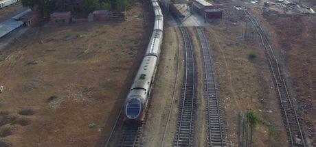 Güneş enerjisiyle çalışan tren seferlere başladı