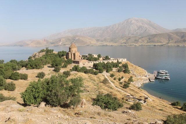 Akdamar Adası Türkiye ve dünyanın birçok yerinden turist ağırlıyor