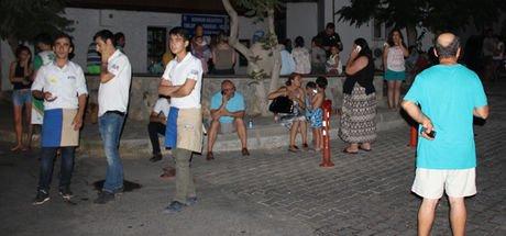 Bodrum'daki deprem sonrası vatandaşlar sokağa döküldü