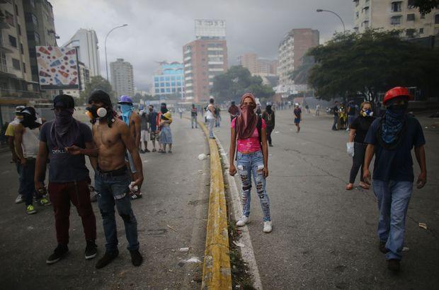 Venezuela'da muhalefet genel greve gitti, hayat durdu!