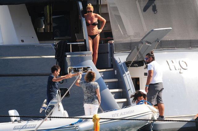 Pınar Altuğ teknesinde arkadaşlarını ağırladı