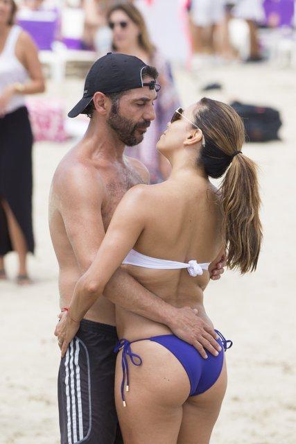 Eva Longoria eşi Joe Baston ile Ibiza'da