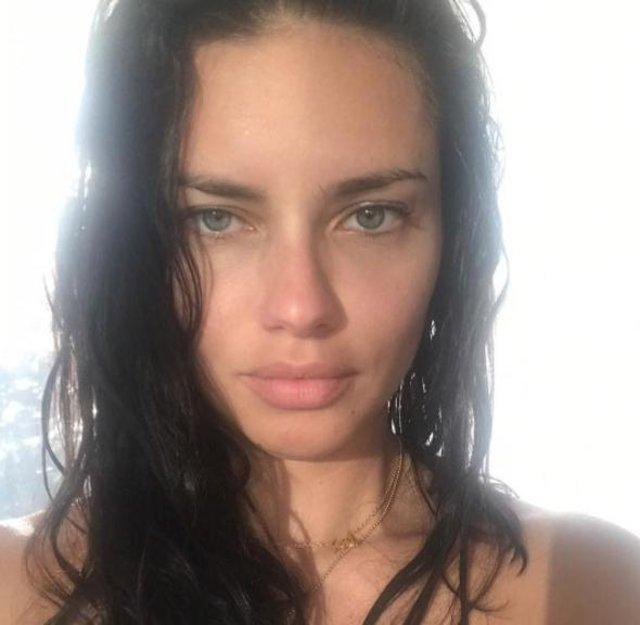 Adriana Lima aşk kolyesini boynundan çıkardı