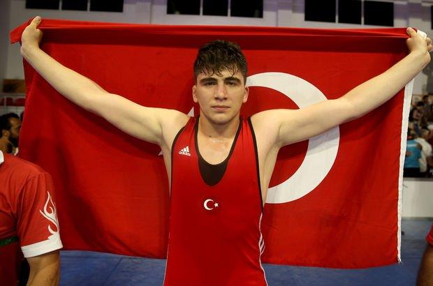 Milli güreşçiler Mehmet Ali Yiğit, İlhan Çıtak ve Muhammet Akdeniz