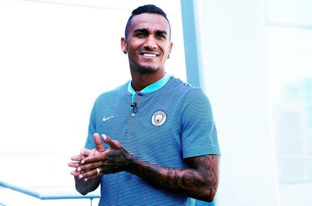 Manchester City, Danilo'yu transfer etti