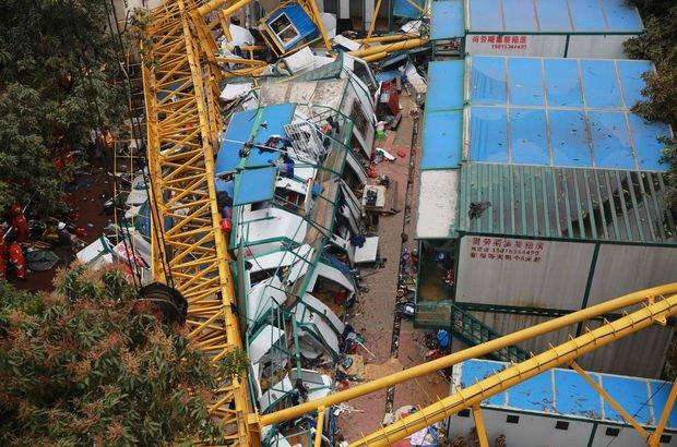 Çin'de vinç devrildi: 7 ölü