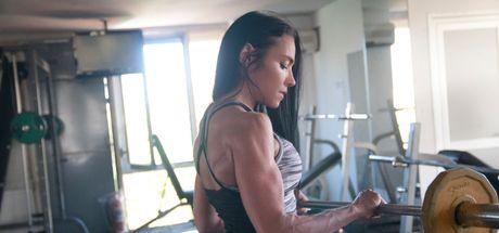 Bikini Fitness Türkiye Şampiyonu Selin Nalıncı oğlu Kuzey'le antrenmanlara devam ediyor