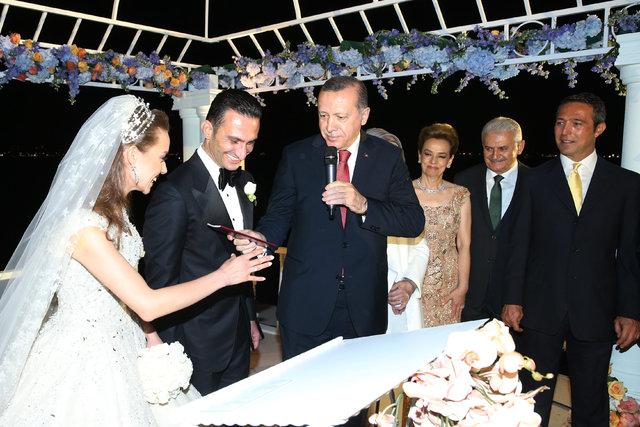Ömer Gürsoy ve Gökçe Atakaş evlendi