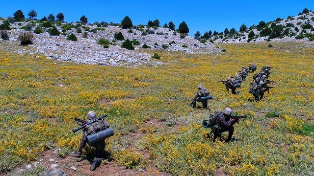 Isparta Eğirdir Dağ Komando Okulunda asteğmenlere komando eğitimi